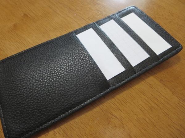 インナーカードケース、カードを3枚入れてみた所