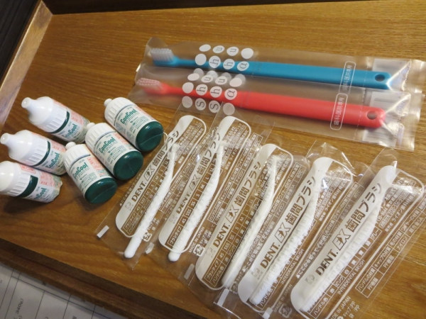 歯のケア用品(コンクールF(洗口液)、歯ブラシ、歯間ブラシ)