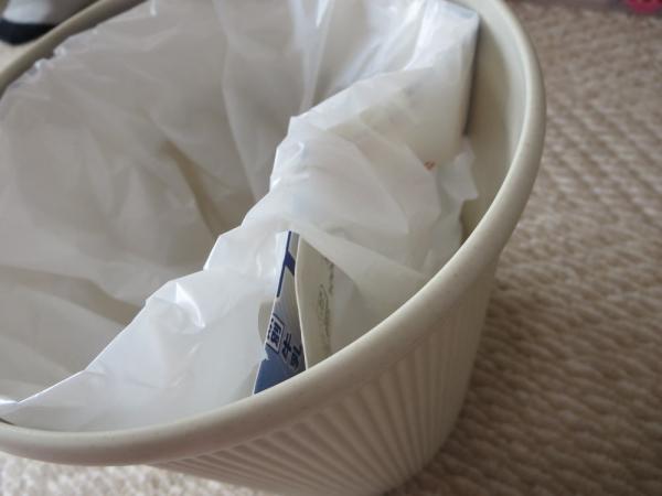 ゴミ箱にレジ袋をスッキリ掛ける
