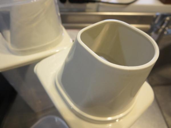 穀物保管容器(100円ショップダイソー)の注ぎ口