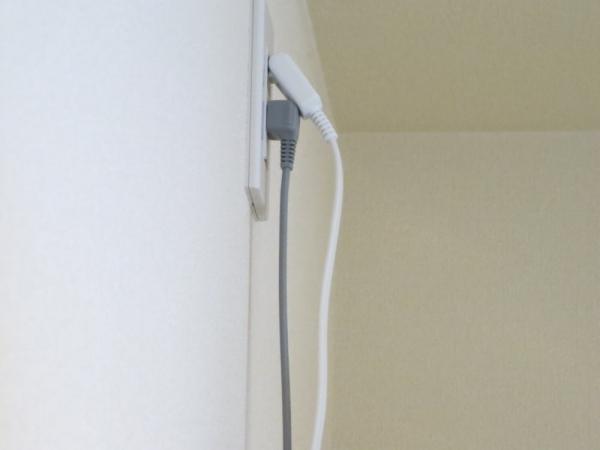 冷蔵庫上の高い場所のコンセントに延長コード