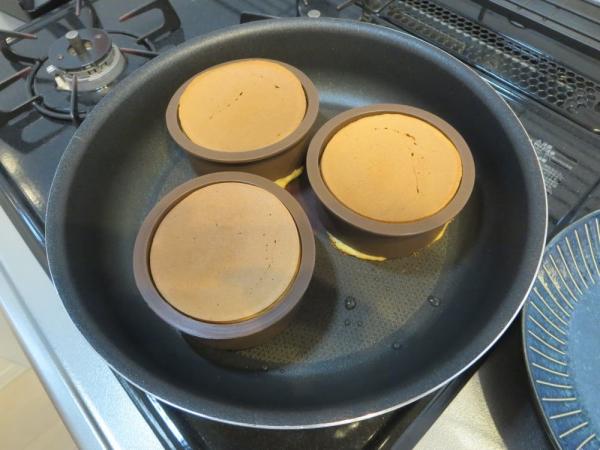 珈琲屋さんの厚焼きパンケーキリングで厚焼きパンケーキ(全粒粉パンケーキMIX)