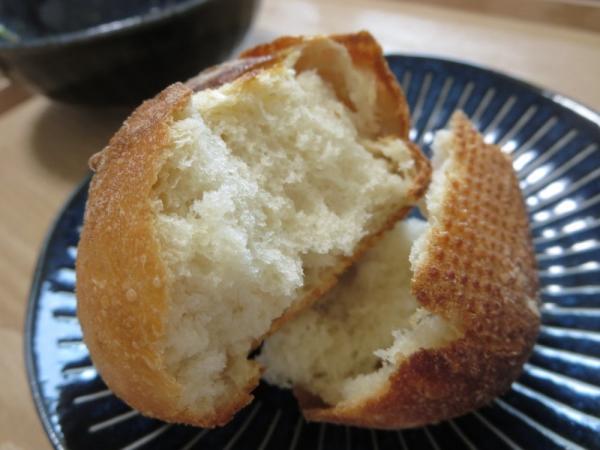 ハニーソイ(Pan&(パンド)の冷凍パン)をオーブントースターで焼きました