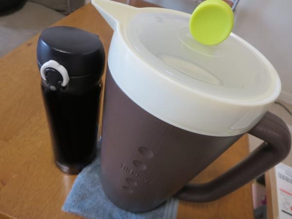 サーモス保冷サーバー(TPG-1500)とボトル