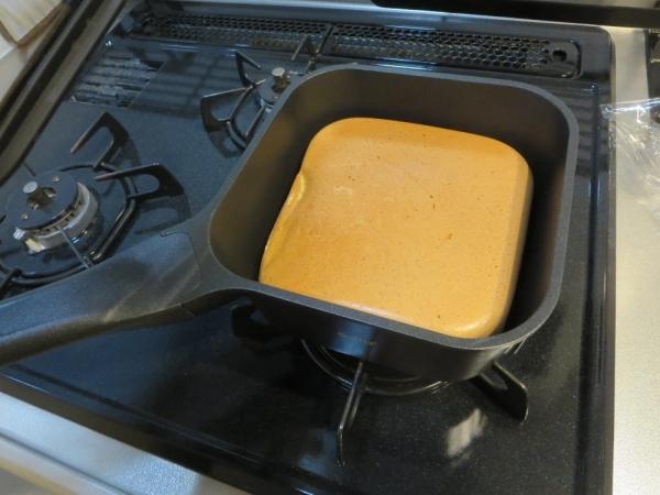 スマートフライパン sutto 四角いフライパンでホットケーキ